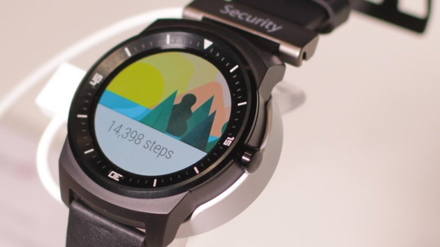Android Wear: Wearable-OS bald mit WLAN-Unterstützung