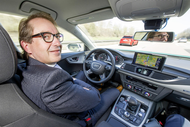 Dobrindt im Audi A7 Piloted Driving Concept auf der A 9