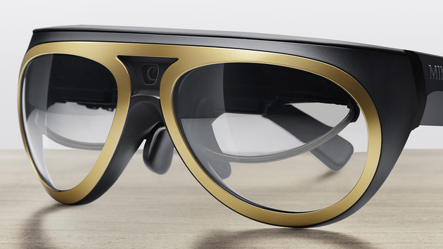 Mini Augmented Vision: Brille lässt durch A-Säule und Tür im PKW blicken