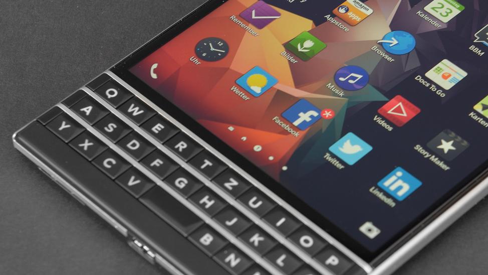 BlackBerry Oslo: Bild zeigt quadratisches Design mit physischer Tastatur