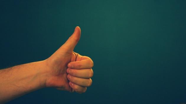 Forschung: Trackpad-Fernbedienung als Fingernagelaufsatz