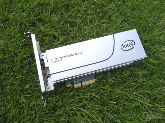 Die Intel SSD 750 als PCIe-Karte