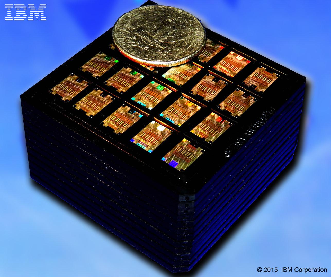 Kassette mit IBM Silicon Photonics Transceiver-Chips mit einem Quarter-Dollar zum Größenvergleich
