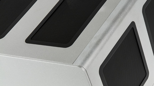 Streacom F12C: HTPC-Gehäuse aus vier Millimeter starkem Aluminium