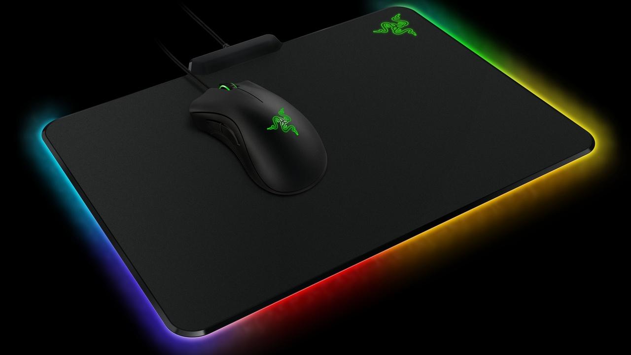 Razer Firefly: Mauspad mit RGB-Unterbodenbeleuchtung