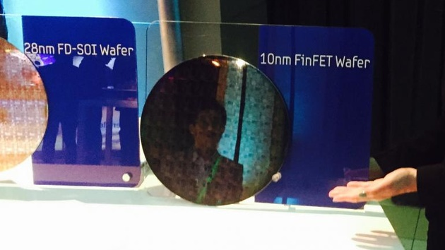 Foundry: Samsung zeigt Wafer mit 10-nm-Testchips