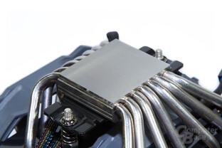 Cryorig R1 Ultimate – Die Bodenplatte ist von sieben Heatpipes durchzogen