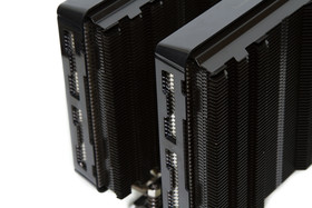 Cryorig R1 Ultimate – Zwei Kühltürme mit Plastikabdeckung für Lüfter