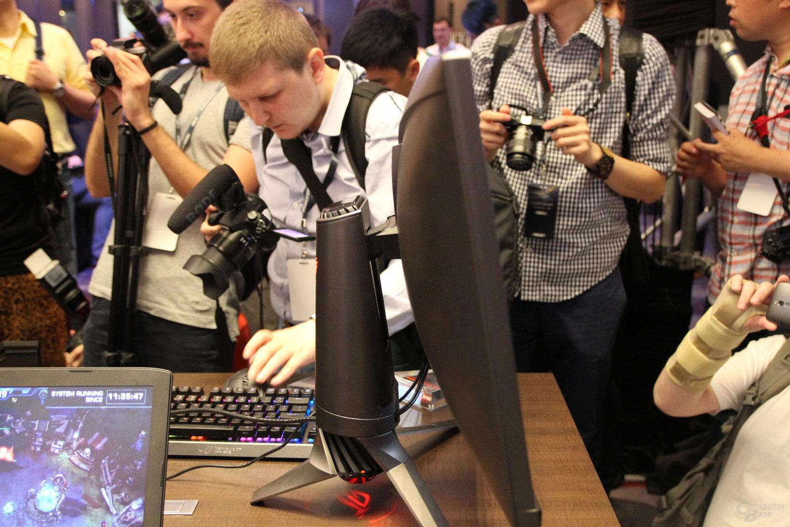 Asus hat nicht nur AMD- und Nvidia-Grafikkarten im Portfolio, sondern genauso G-Sync- und FreeSync-Monitore. Auf der Messe hat der Hersteller nun zwei neue Displays mit ersterem vorgestellt.