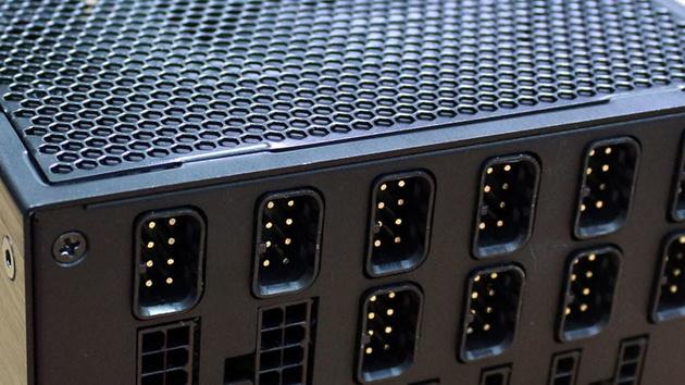 Netzteile: Mehr 80Plus Titanium und SFX-L mit Platinum bei 700 Watt