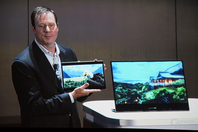 Kirk Skaugen mit Skylake-Tablet und Skylake-All-in-One-PC