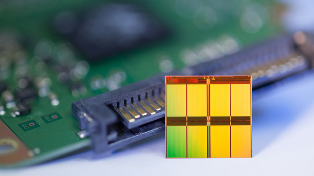 Flash-Speicher: Microns 16-nm-TLC soll im Herbst in SSDs zu finden sein