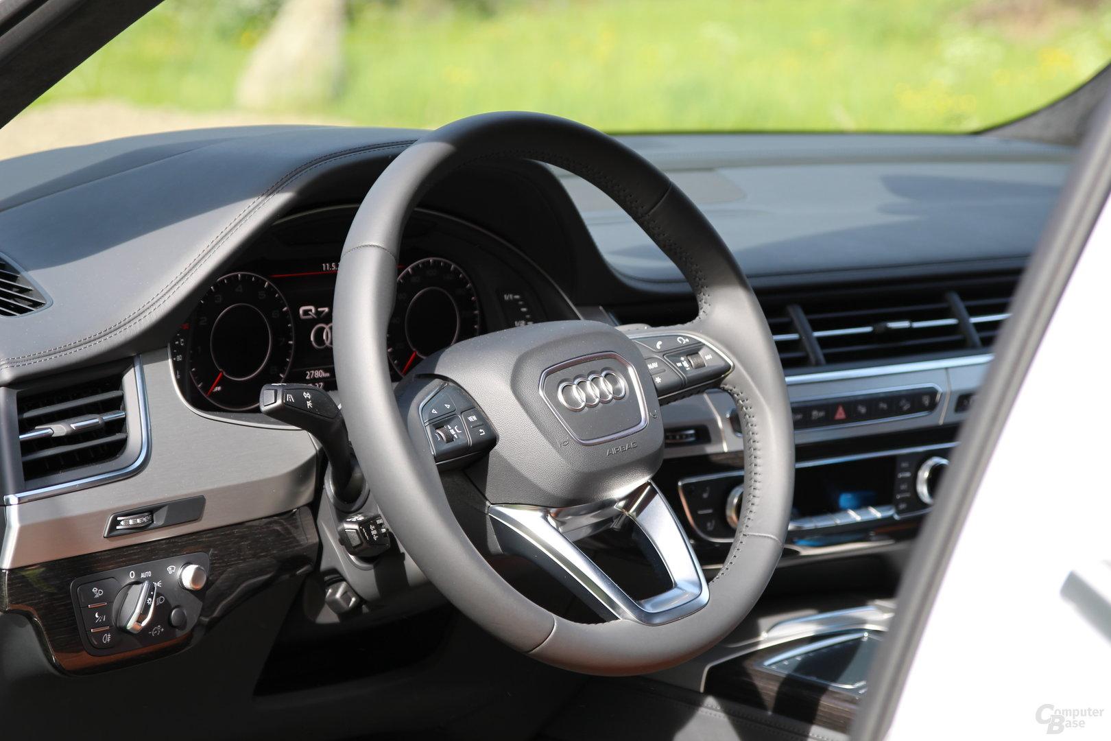 Audi Q7 – Interieur (Bild 37/40) - ComputerBase