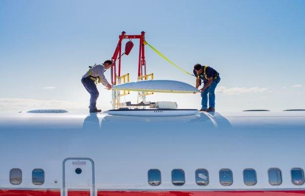 Installation der GX-Aviation-Hardware auf einer Boeing 757
