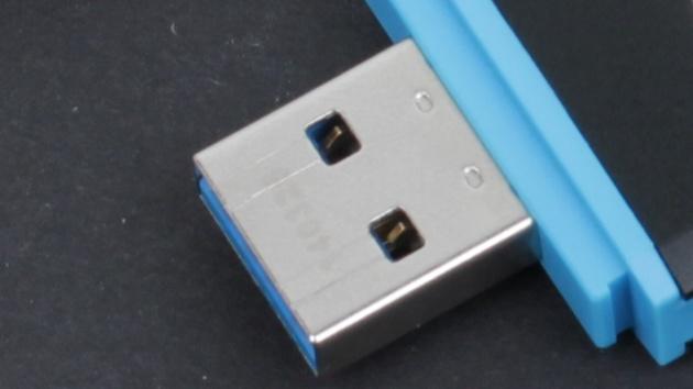 Windows 10: Microsoft soll Verkauf auf USB-Sticks planen