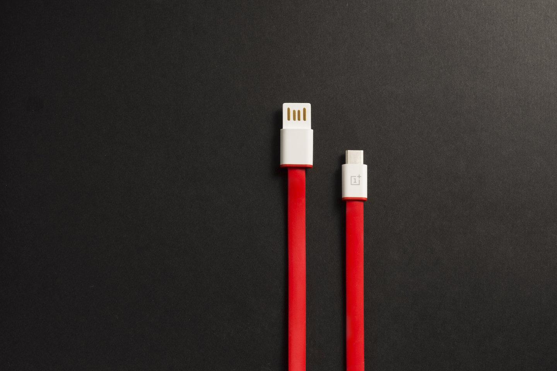 USB-Kabel des OnePlus 2 mit USB Typ C und USB Typ A