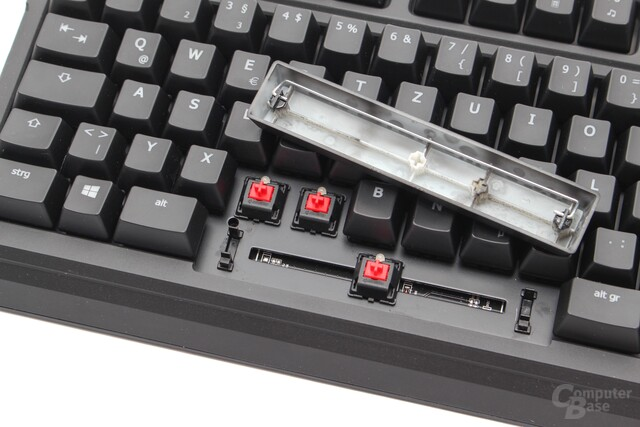 """Plate mounted"" Cherry MX Red mit ""Costar""-Stabilisatoren"