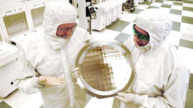 IBM Research: Erste funktionierende 7-Nanometer-Chips hergestellt