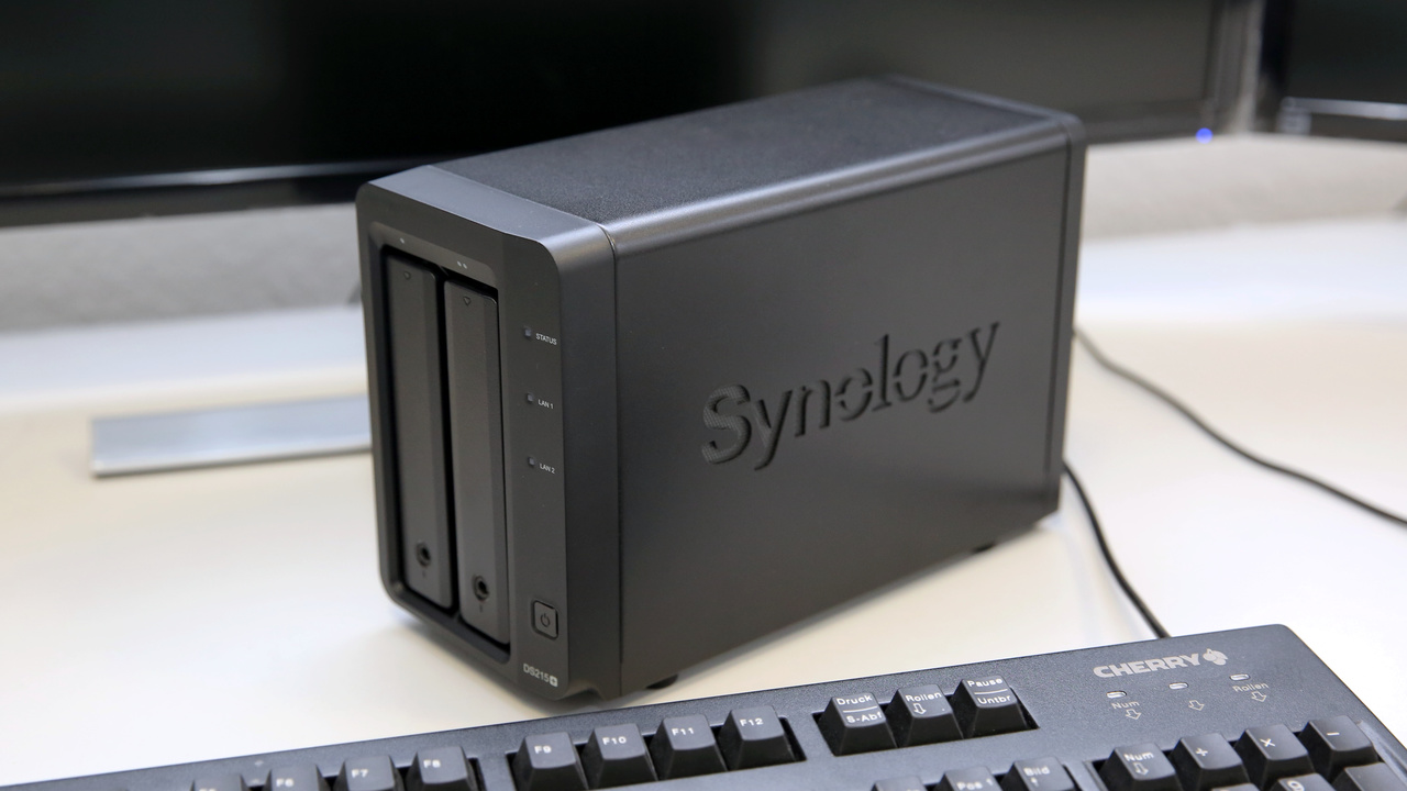 Synology DS215+ im Test: Schnelles 2-Bay-NAS mit exotischem SoC