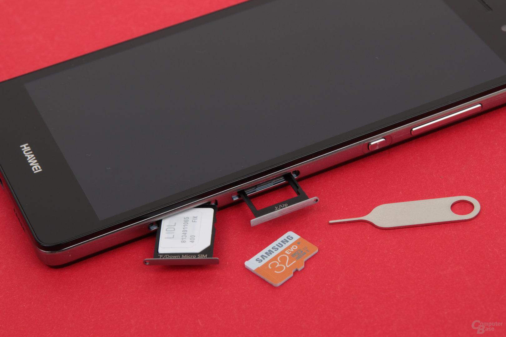 Das P8 Lite nimmt Micro-SIM- und microSD-Karten auf