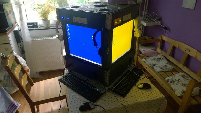 Vier PCs mit Windows 98 SE für Spiele im LAN in einem Würfel