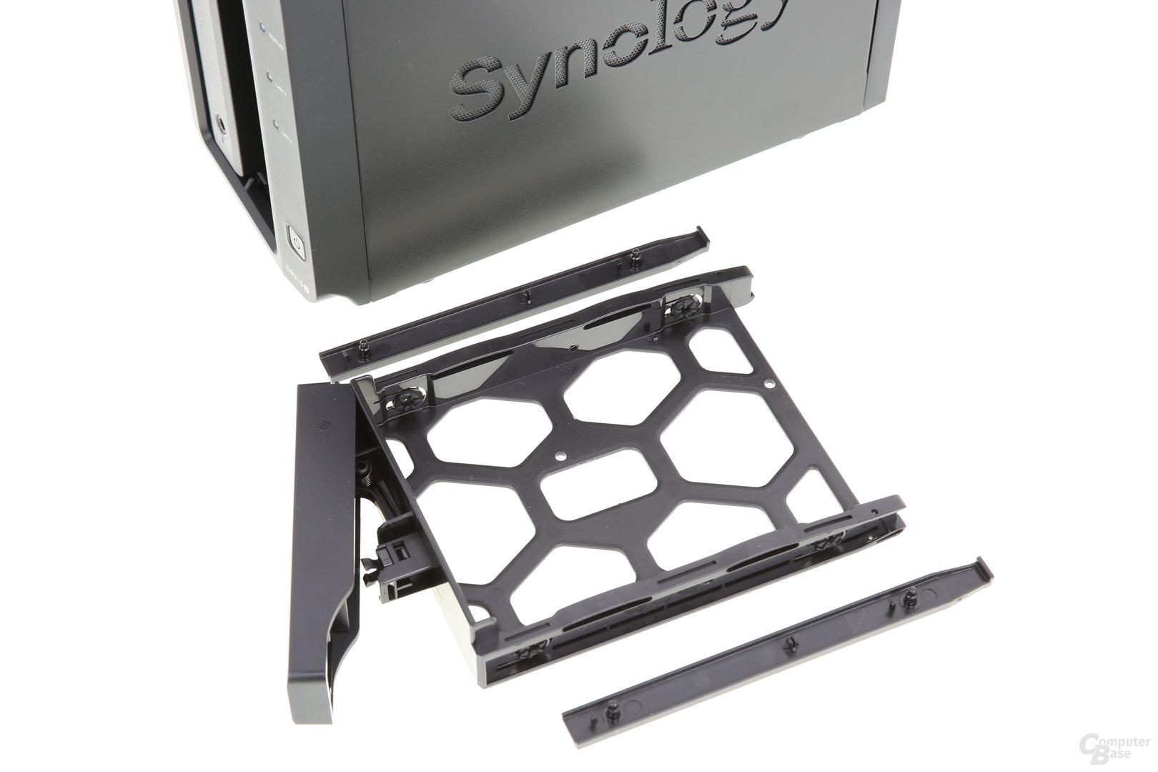 Synology DS215+ – Festplattenrahmen