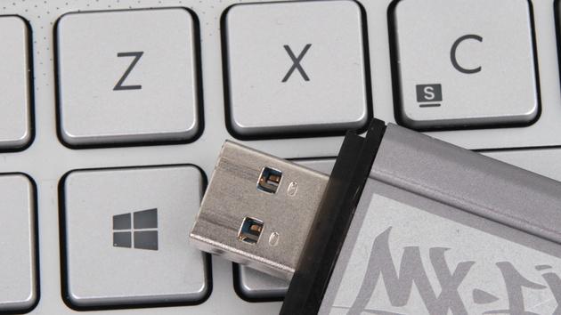 Windows 10: Microsoft bestätigt Vertrieb auf USB-Sticks