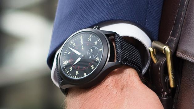 Moment: Runtastic kombiniert klassische Uhr mit Fitnesstracker