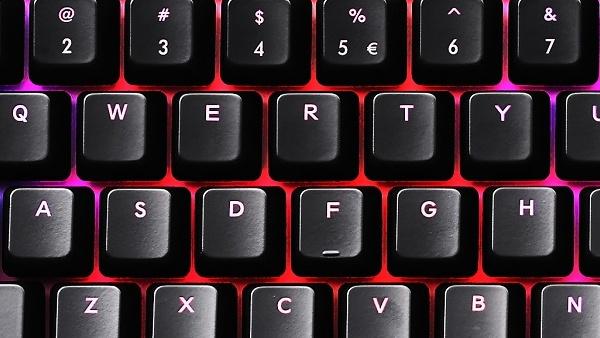 Mechanische Tastatur: Cooler Master Quick Fire XTi bietet 35 Farben durch zwei LEDs