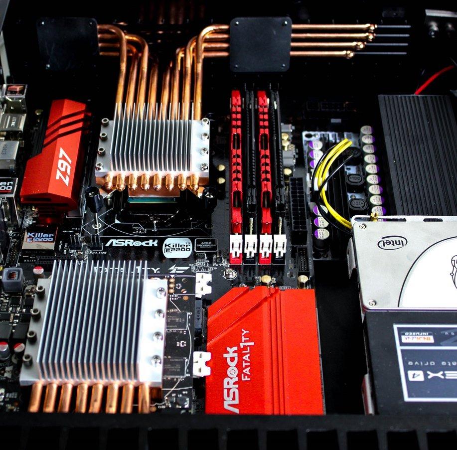 Kühler für CPU (oben) und GPU (unten)