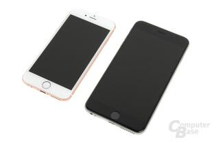 Apple iPhone 6s Roségold neben iPhone 6s Plus
