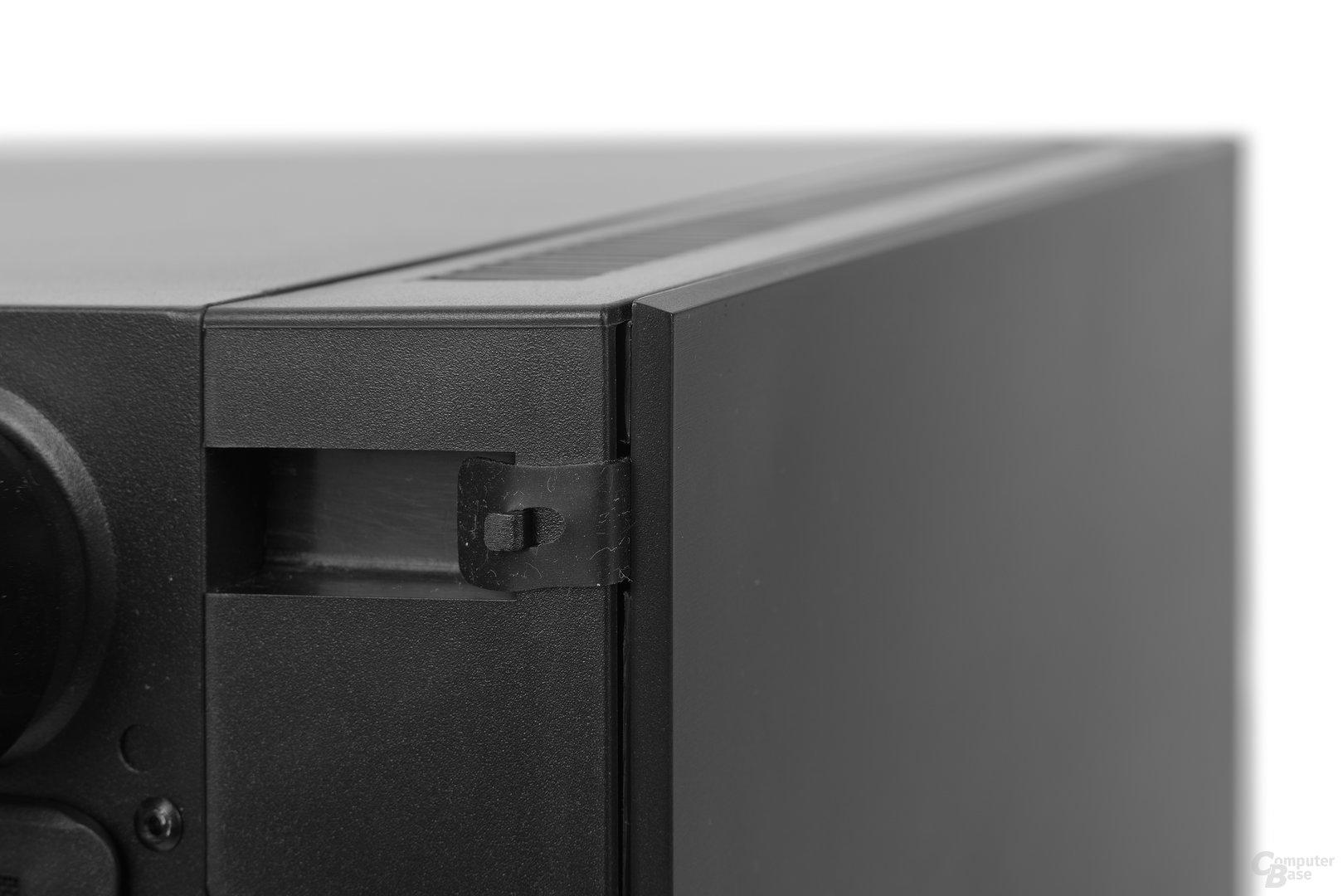 Thermaltake Suppressor F31 – Lasche verhindert öffnen der Fronttür