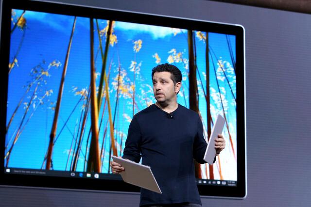 Microsofts Panos Panay präsentiert das Surface Book
