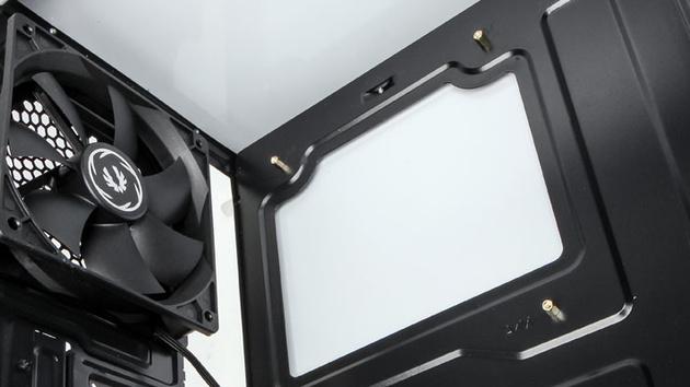 Budget-Gehäuse: BitFenix Nova präferiert Design über Ausstattung