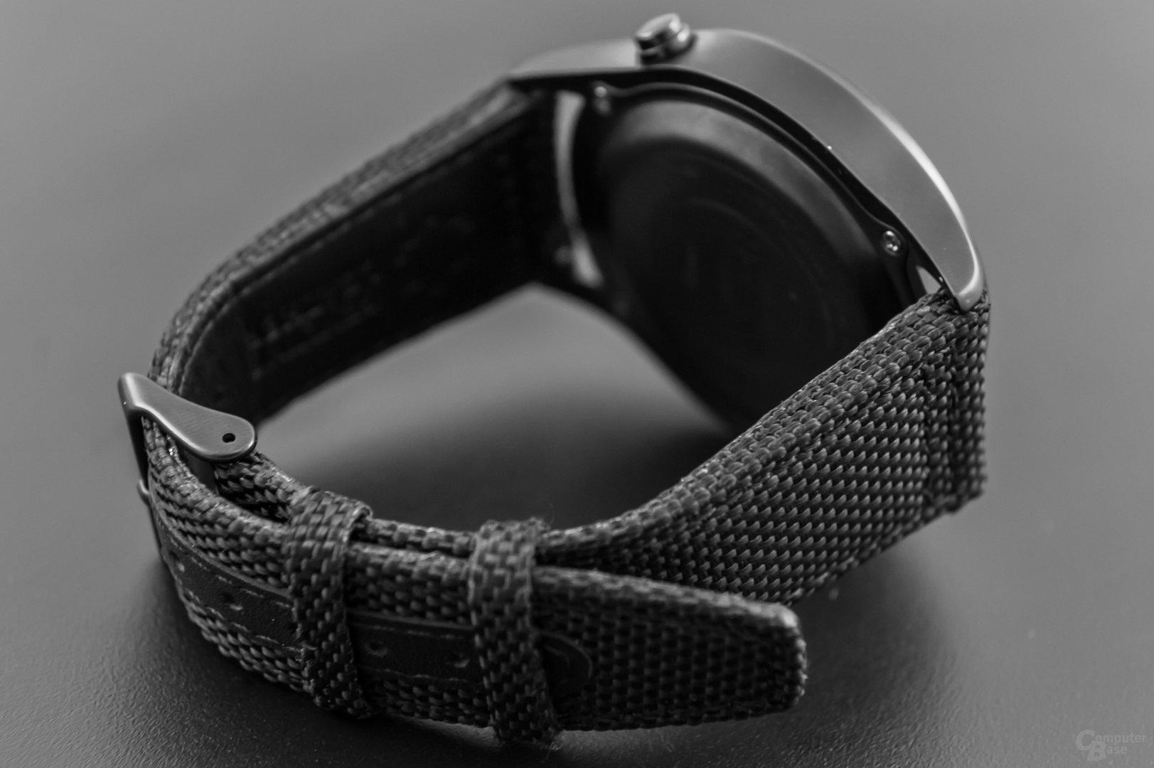 Runtastic Moment Elite – Dornverschluss und Leder / Textilarmband