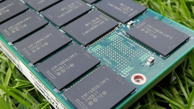 Intel SSD 750: Toolbox 3.3.2 verteilt neue Firmware 8EV10171