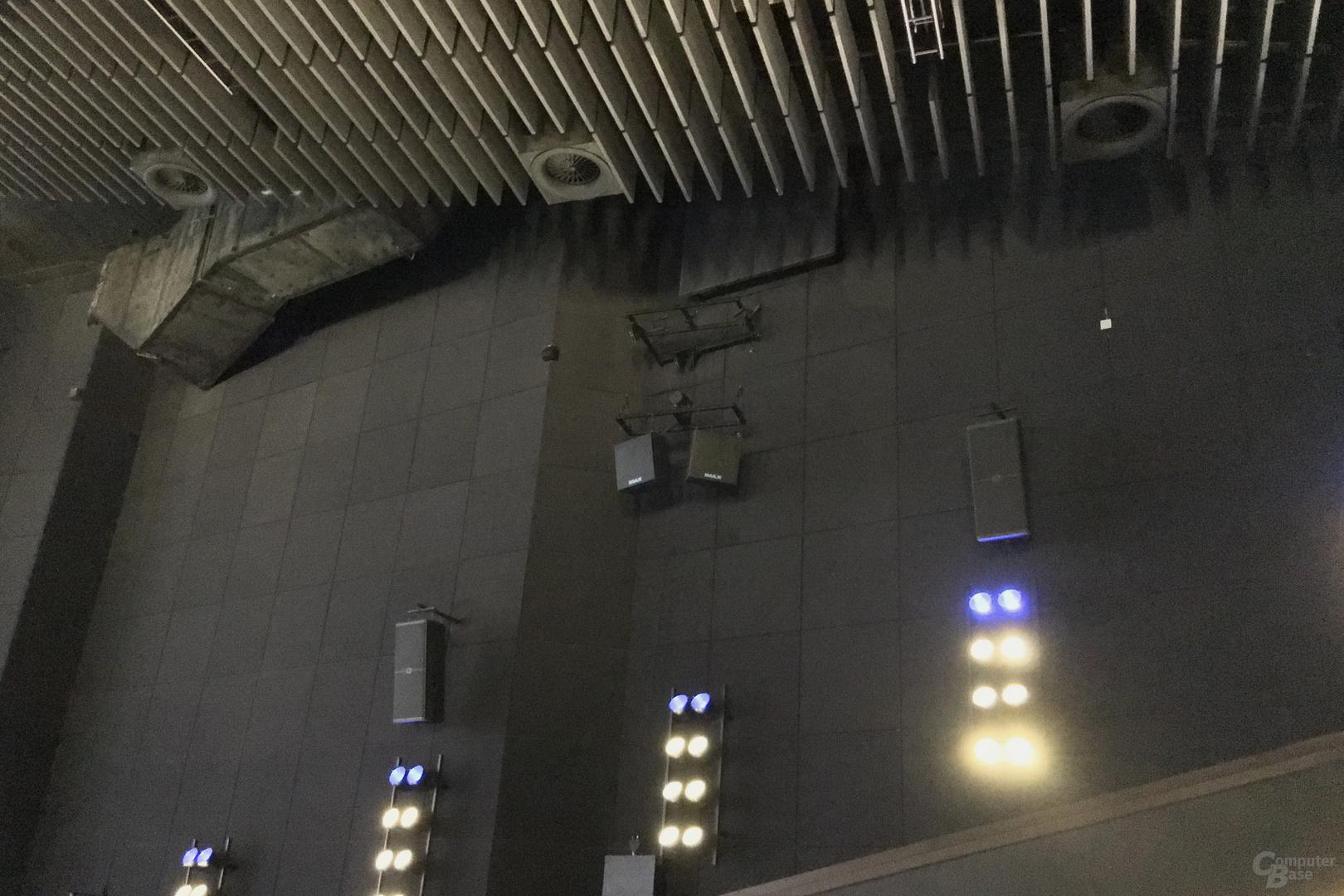 Zwei zusätzliche Kanäle links und rechts mit jeweils zwei Lautsprechern