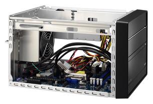 Über vier DDR4-DIMM-Steckplätze können erstmals im XPC bis zu 64 GByte RAM eingebaut werden