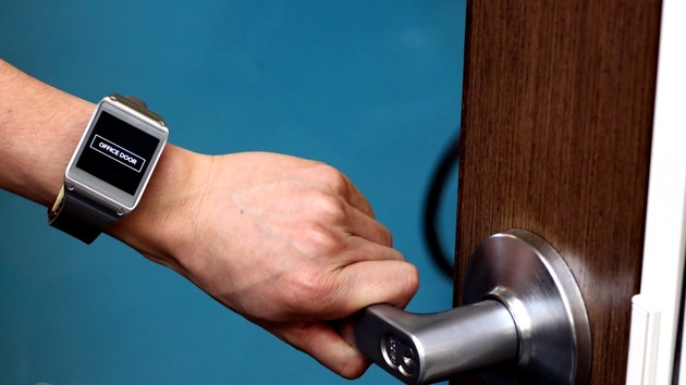 EM-Sense: Smartwatch erkennt Objekte über Körperberührung