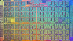 Intel Xeon Phi: Erste Wafer-Bilder zeigen riesigen Die mit 76 Kernen