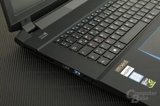 Links finden sich USB- und Display-Anschlüsse
