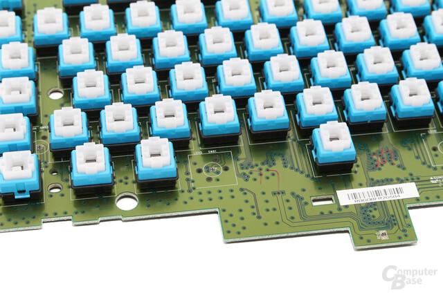 Zwischen Taster und PCB befindet sich bei der G410 keine stabilisierende Metallplatte