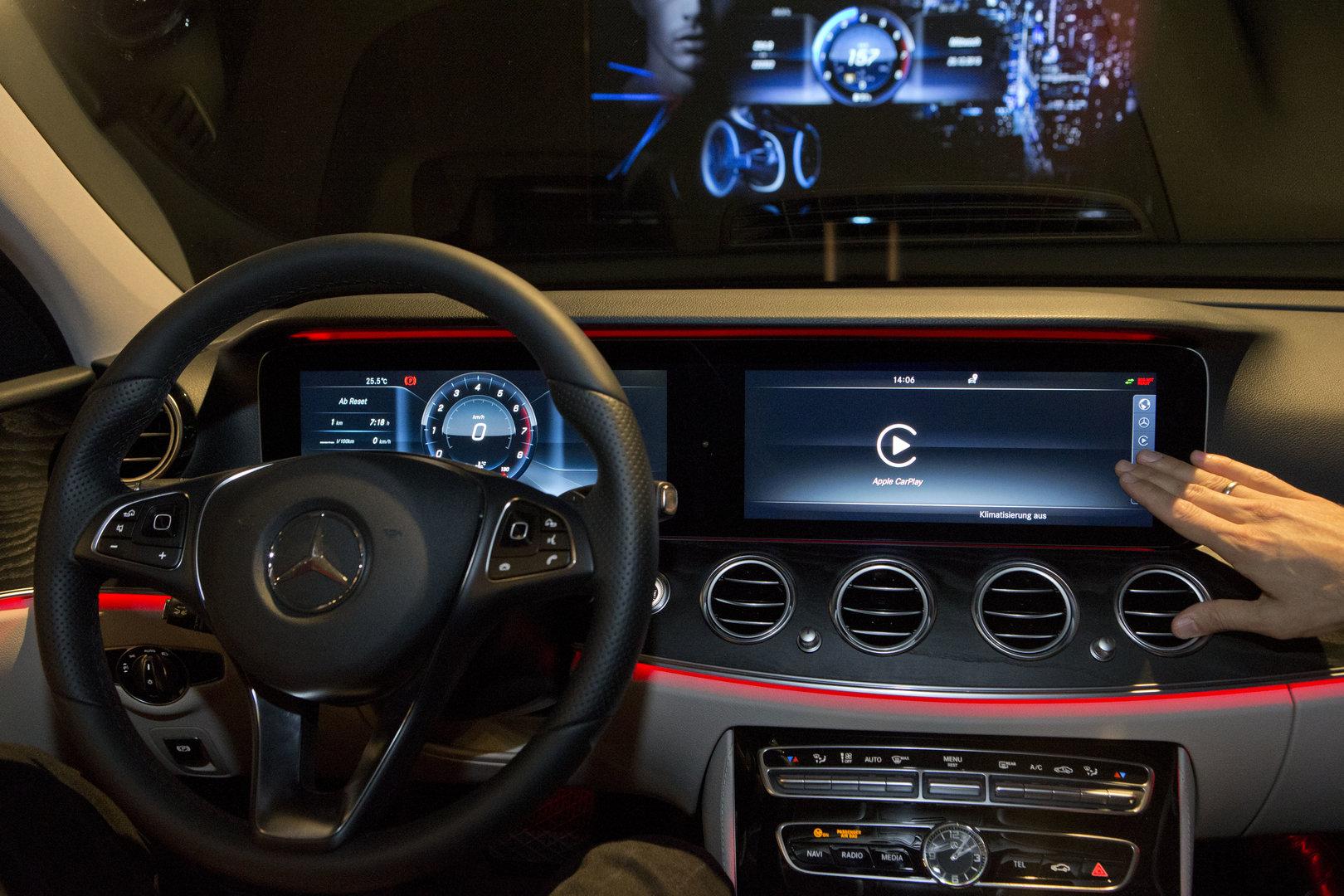 CarPlay und Android Auto im System hinterlegt