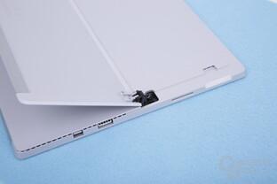 Anschlüsse links und microSD-Slot