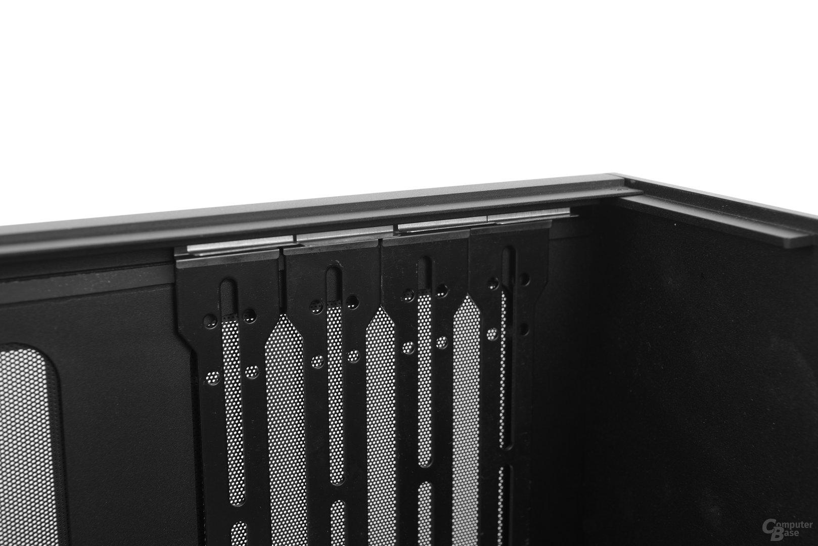 Streacom F12C – Ein Clip hält ein Bracket