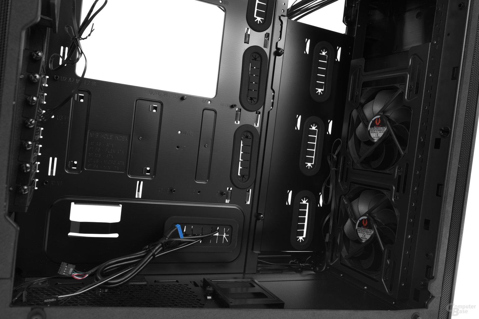 BitFenix Shogun – Innenraumansicht ohne Käfige und erweitertem Mainboardtray