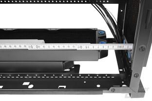 BitFenix Shogun – Mit einem 45 mm tiefen Tripple-Radiator im Deckel darf der Wärmetauscher in der Front auch 60 mm tief ausfallen