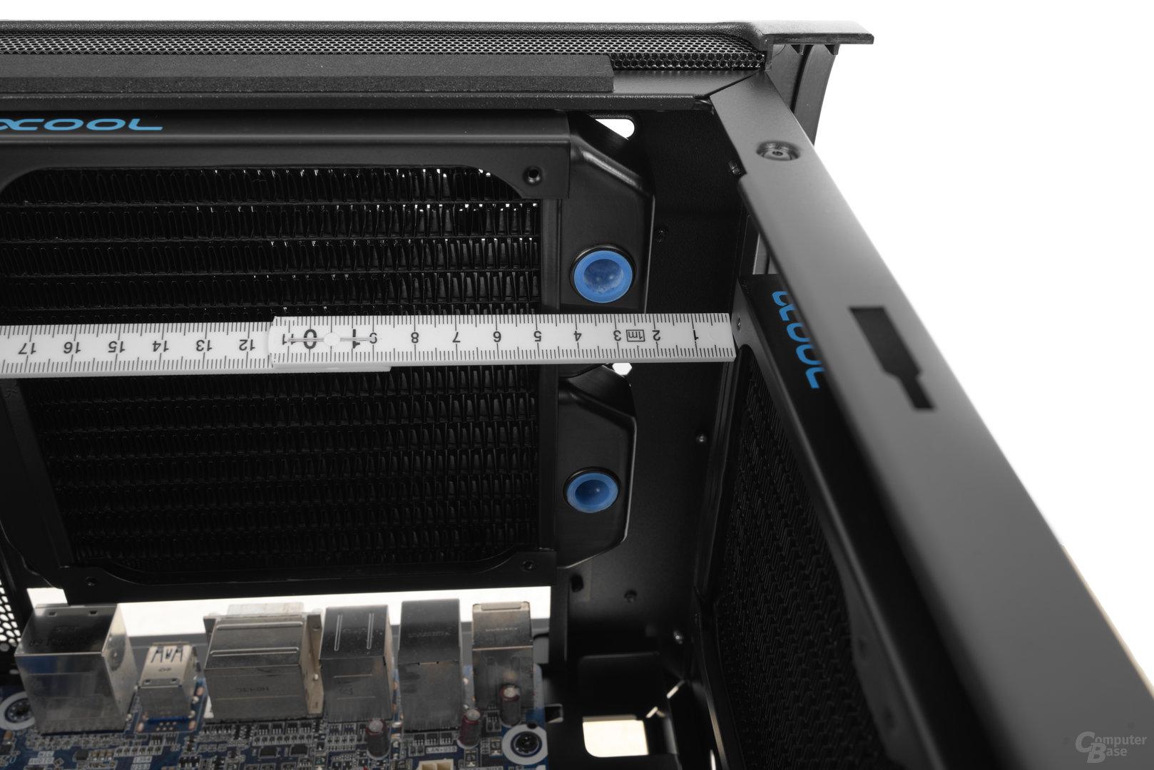 BitFenix Shogun – Bei einem 30 mm tiefen Radiator im Deckel darf der Wärmetauscher im Heck lediglich 30 mm tief ausfallen