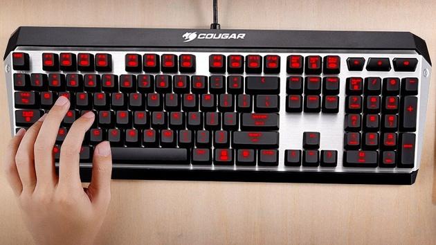 Cougar Attack X3: Spieletastatur mit Cherry-Tastern und roter Beleuchtung