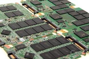 SSD-Platinen mit NAND-Flash-Bausteinen